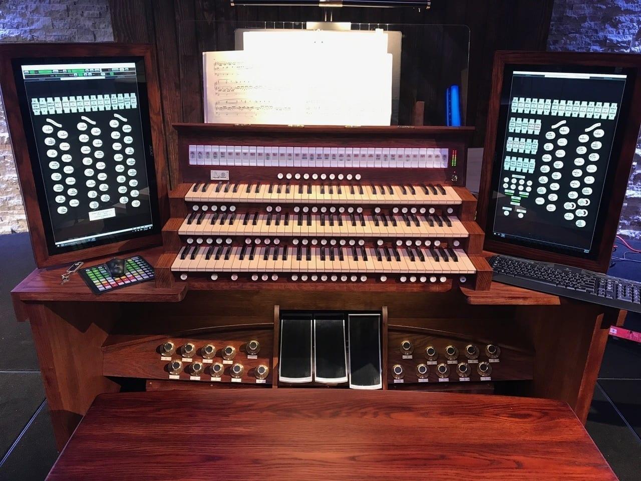 Hauptwerk Renatus-UHT Custom Virtual Pipe Organ